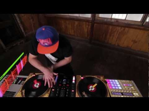 DJ Shiftee in Total Kontrol with Z2 and MASCHINE | Native Instruments