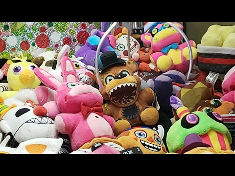 🔴WINNING ALL THE FNAF PLUSH FROM A CLAW MACHINE LIVE!