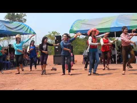 Duab Ci Thoj (Naxala Dancer group) Hmoob Nplog Boun Pi Mai Lao 2013
