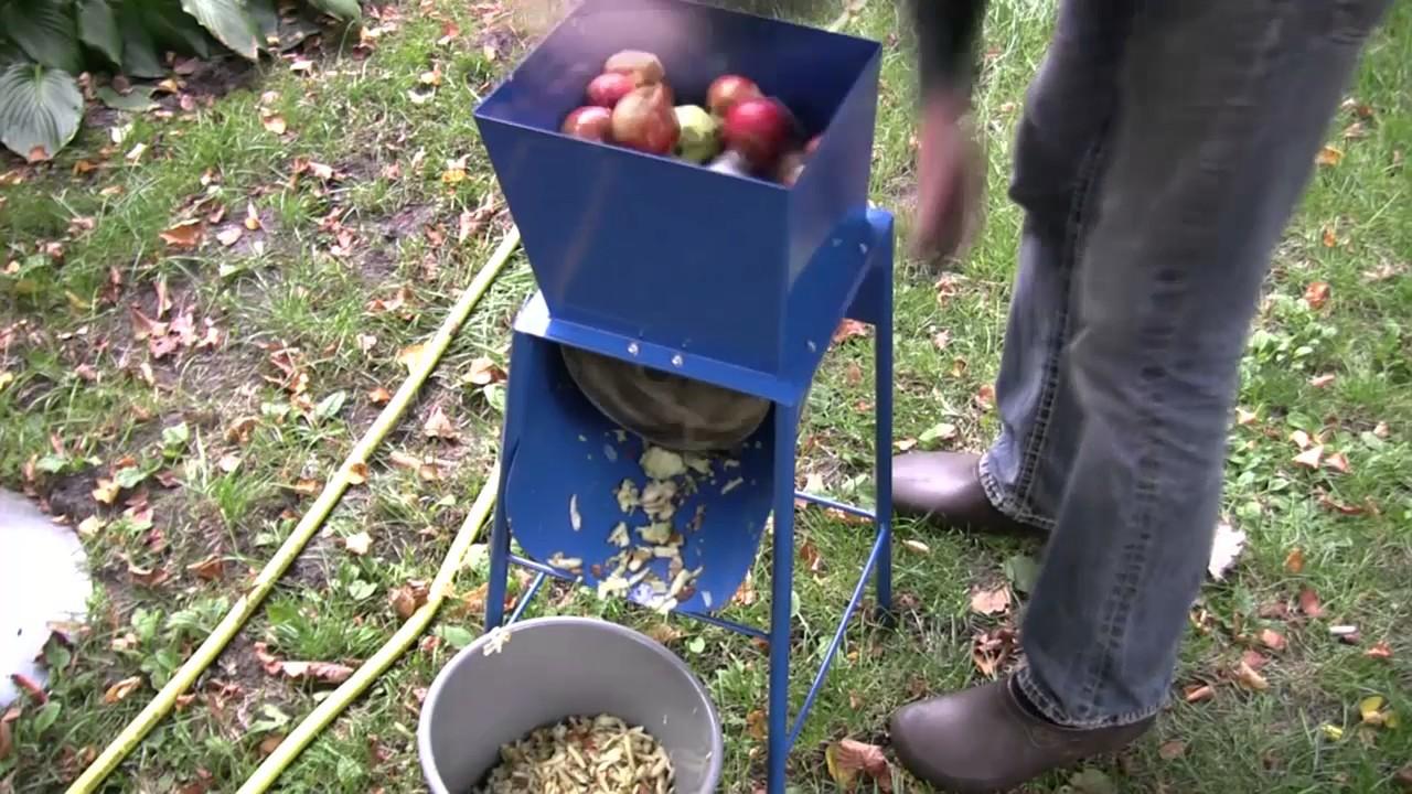 Prächtig Biomasse für die Mini-Biogasanlage vorbereiten - YouTube @UV_88