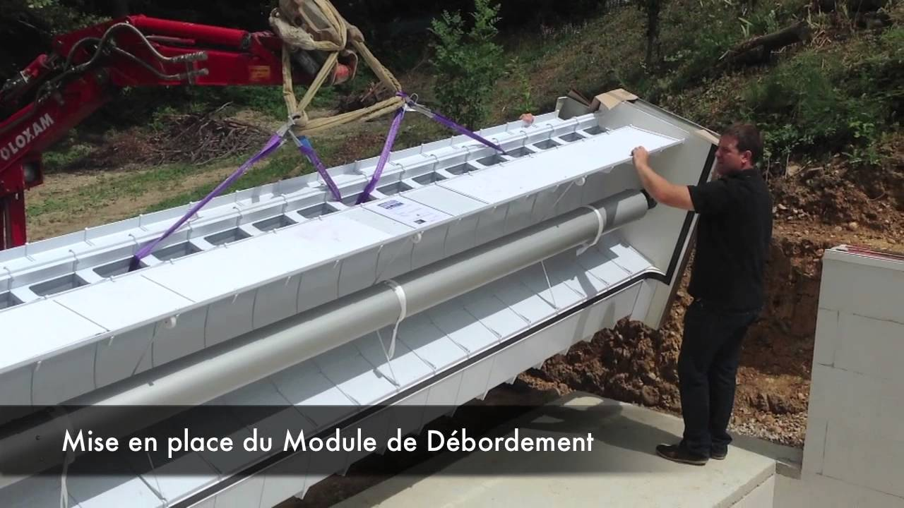 Pose d 39 un module de d bordement piscine o viva youtube for Schema piscine a debordement