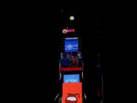 Times Square Ball Drop New Year 2017 - Last 4 min Countdown