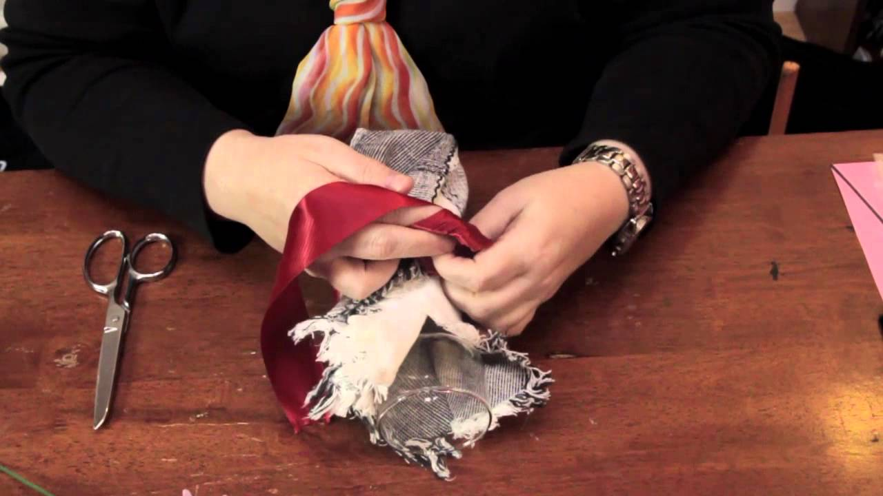 How to Use Napkins for Centerpieces : Fun & Decorative Crafts