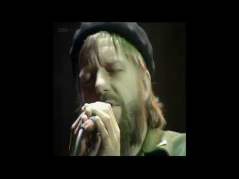 Robert Wyatt - Shipbuilding (Lyrics)