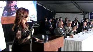 13 de SEP. Ampliación de fábrica de indumentaria Vesuvio - Lacoste. Cristina Fernández