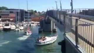 Expensive Sailboat Crashes Into Bridge ,,http://sariinfo.com/,,