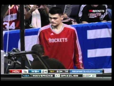"Yao Ming Injured - ""Tendon Strain"" vs. Wizards 11/10/2010"