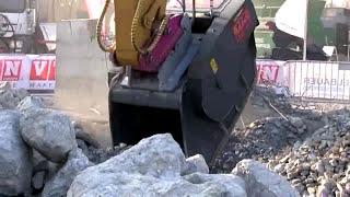 ECY Haulmark - VTN FB Crusher Bucket in action