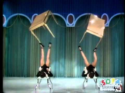 Невероятное жонглирование столов