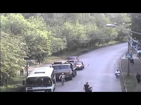 Tránh xe khách ngớ ngẩn bị ôtô đâm