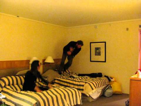 good-[g]-travels---flights-cancelled-=-hilton-bed-jump,-new-zealand-review