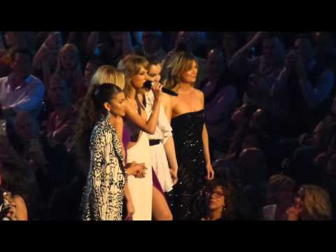 Taylor Swift with Ellen Pompeo at the BBMAS MGM Grand Las Vegas 2015