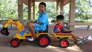 เช เชฟ รีวิวของเล่น รถแมคโครตักดินมีพ่วงท้าย รถแบตเตอร์รี่นั่งขับได้ | Che Chef Play