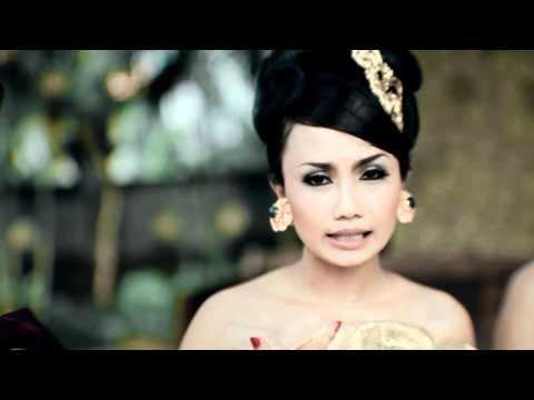 Layah Tanpa Tulang by Trio Kirani 2011