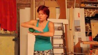 Контактное жонглирование для начинающих от Риты (школа ОГО)(Рита ведет курс для начинающих в школе ОГО. Это первые трюки, которые нужно запомнить и тренировать дома., 2014-10-03T20:36:30.000Z)