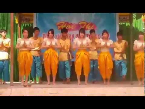 Diễn múa khmer của lớp 10a11 thpt thới lai - Fb Bảo Bo - Pé Hiền