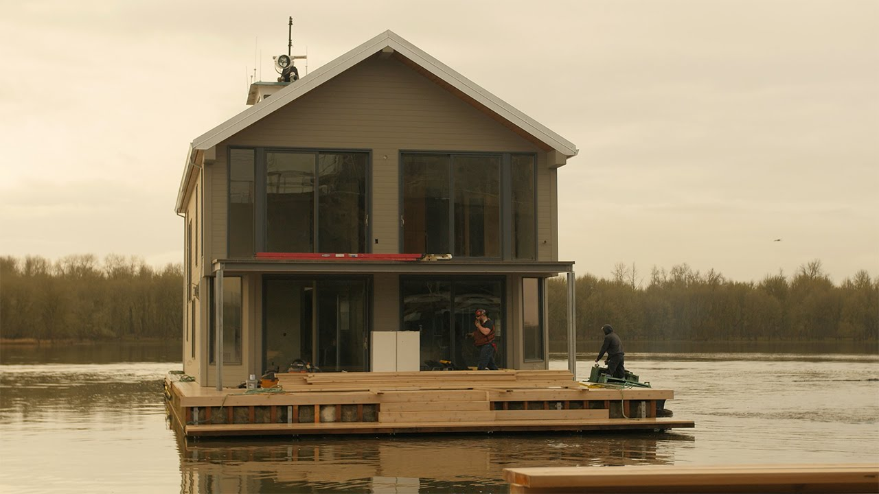 Floating homes dreams built on the water home makers for Building a floating home