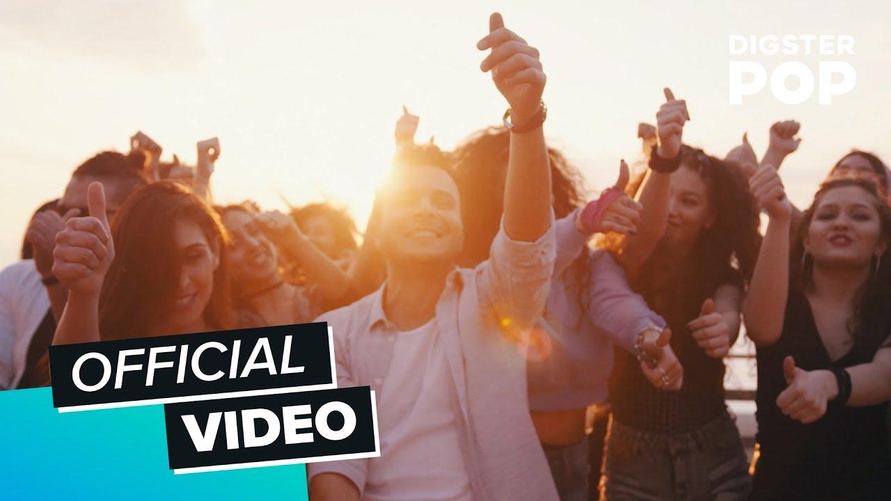 Armando quattrone quando si offizielles musikvideo for Quando si raccolgono i melograni