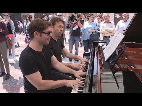 Los pianos invaden las calles de València para ser tocados por sus vecinos