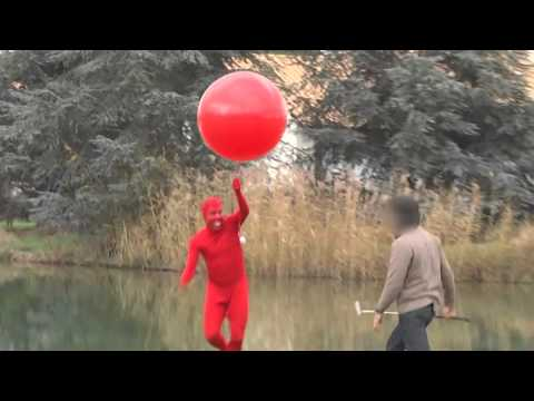 Devil steals golf balls with a Balloon