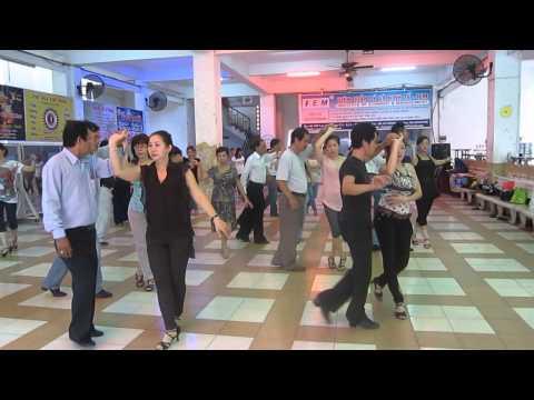 Lớp học khiêu vũ tại Nhà văn hóa Lao động quận 11