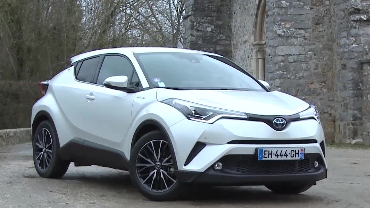 Essai toyota c hr 122h distinctive 2017 youtube for Toyota chr interieur