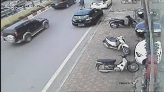 Cảnh giác tên trộm thường xuyên nhảy xe SH ở Hà Nội