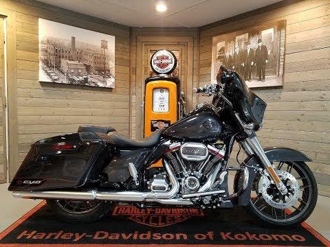 2020 Harley-Davidson CVO Street Glide FLHXSE-Black Stardust Fade.
