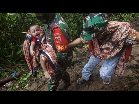 Séisme en Indonésie : au moins 10 survivants retrouvés samedi