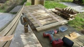 видео Садовые дорожки из дерева на даче своими руками