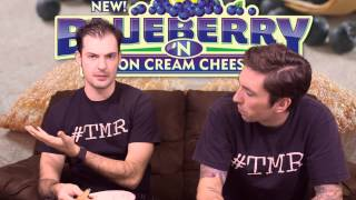 Popeyes Blueberry 'n Lemon Cream Cheese Pie - The Two Minute Reviews - Ep. 482 #tmr