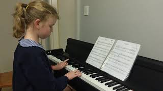 Emily plays Gige