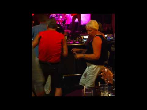 Dancing at Horseshoe in Tunica, Ms - Guy is Hillarious