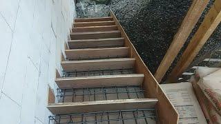 Begini cara pembuatan tangga tingkat 2 dari awal sampai siap untuk di cor tinggi anak kurang lebih 17.cm panjang 30.cm lebar ...