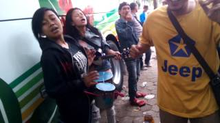 Download Video Saweran hot pengamen kota kembang MP3 3GP MP4