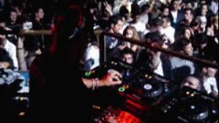 Dj Cont ft. Tuğba Özerk Yastık Remix Video