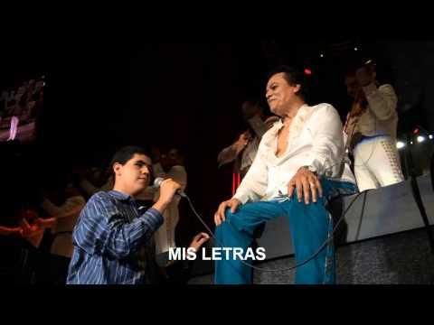 Juan Gabriel cumple el sueño de un fan en el Auditorio Nacional 19/04/2015