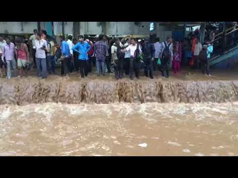 Mulund station flooded with water | MUMBAI HEAVY RAIN | LIVE NEWS