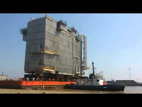 Accommodation module leaves Lowestoft 19.5.14