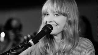 Lucy Rose - Bikes (live at The Barefoot Orangery 160812)