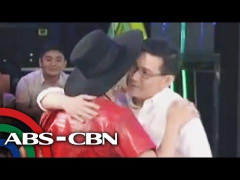 Richard Yap kisses Vice Ganda