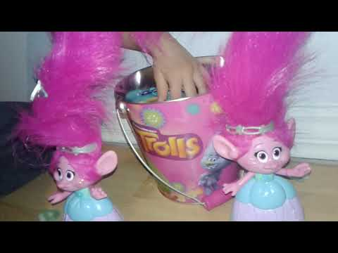 Amelia & Maddy unboxing Trolls Hair in the Air Poppy