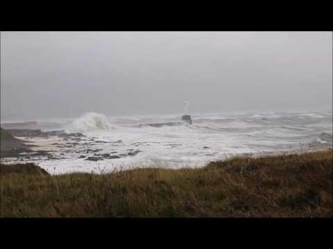 Waves on Aberdeen South Breakwater