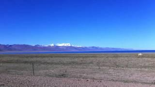 西藏阿里遠眺念青唐古拉山脈