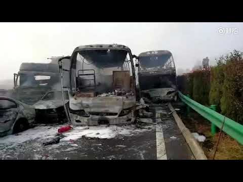 More Than 30 Cars Involved in Expressway Pile-Up  in Anhui, Eastern China