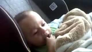 Martin, Bebe de 7 Meses se Calma al escuchar En lo oscuro de J Balvin