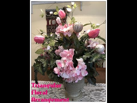 Tricia's Creations Basic Floral Desig Part 3:  Triangular/Traditional Floral Arrangement