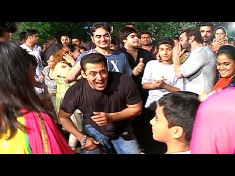 Salman Khan's ENERGETIC Dance With Family...