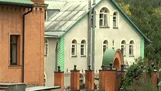 Телевизионный канал Киев о Голосеевском монастыре (видео)(К чьей могиле выстраиваются очереди из тысячи паломников, получающих исцеления от различных болезней?..., 2013-09-25T14:32:43.000Z)