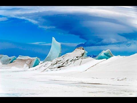 Gigantic chasm under Antarctic ice